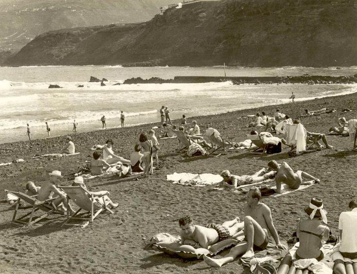 Playa de Martiánez en 1964