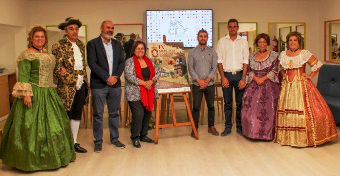 Ponentes y una muestra de los actores junto al cartel oficial