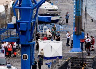 Lugar donde se atendió el cadáver en el muelle del Puerto de la Cruz