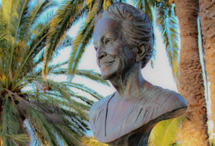 Busto de Dulce María Loynaz en el Mirador del Taoro del Puerto de la Cruz