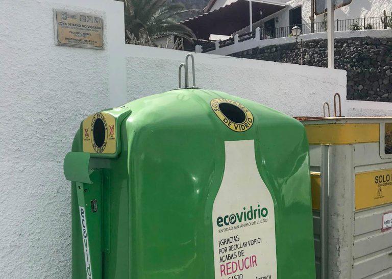 Se fomenta en San Juan el reciclaje de vidrio y la recogida de tapones solidarios