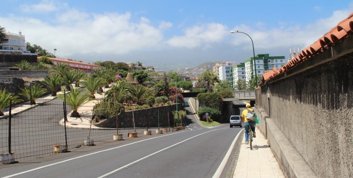 Carretera TF-312 a su paso por el Pulpo de Las Cabezas