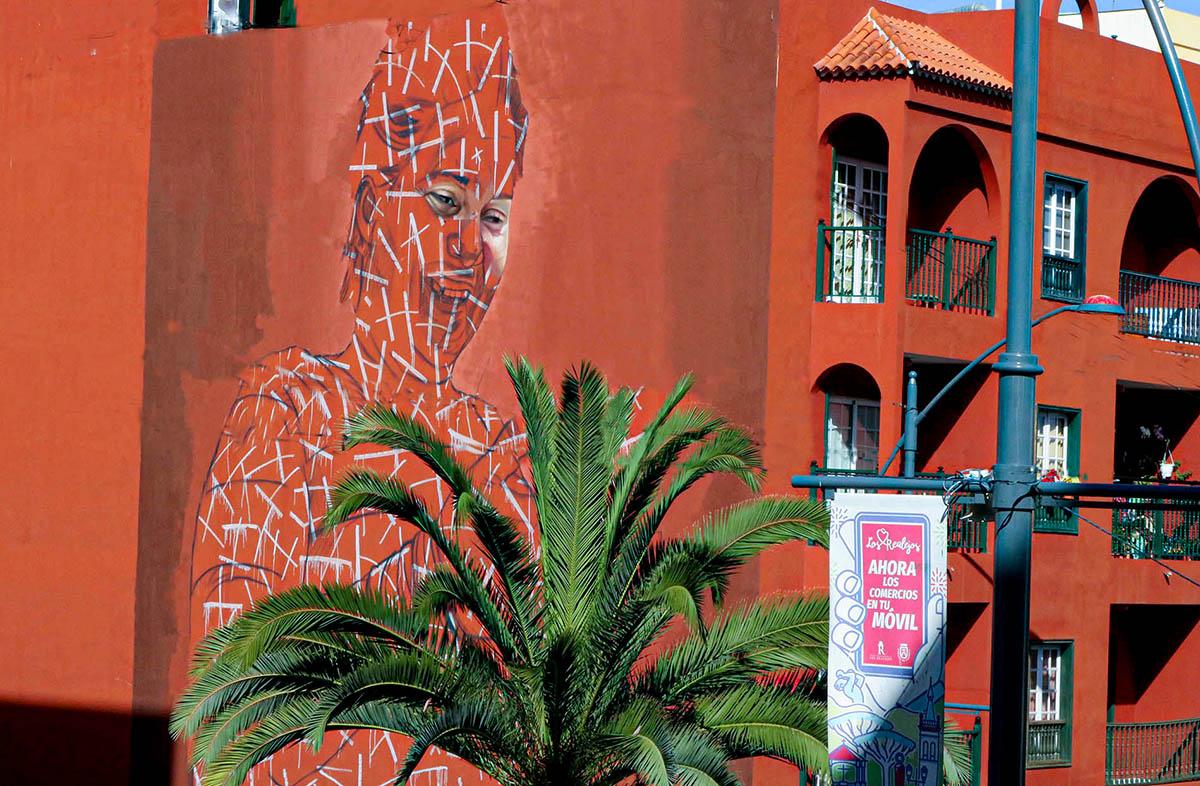 Mural en la Avenida de Canarias obra de Matías Mata