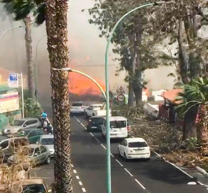 Fuegos en la carretera de Las Arenas