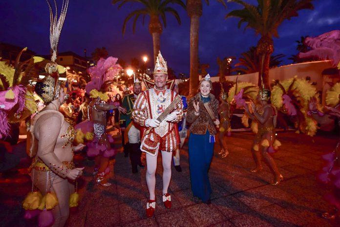 Recorrido de las delegaciones del Carnaval alemán por la avenida de Colón del Puerto de la Cruz
