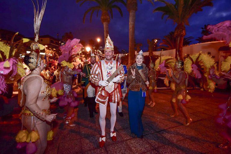 Las delegaciones del Carnaval alemán hermanadas con Puerto de la Cruz recibidas en el Lago Martiánez