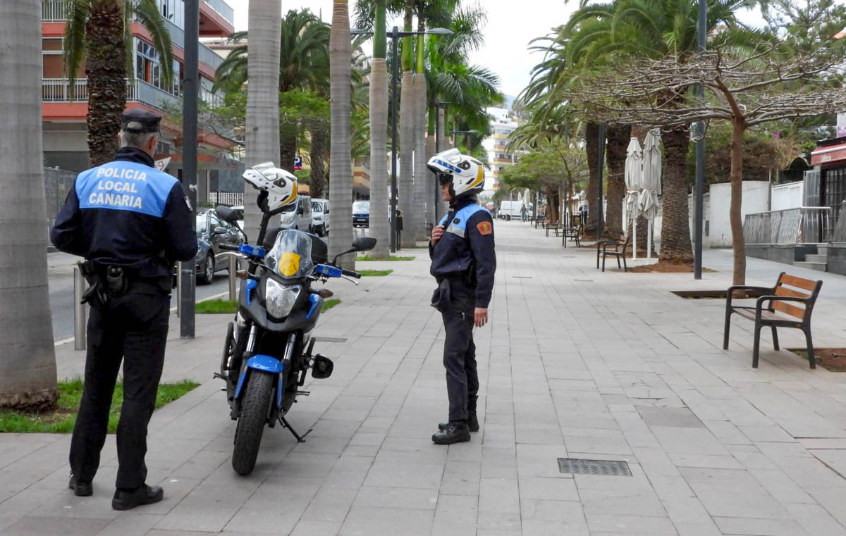 Policía Local en la Avenida Familia Betacort y Molina