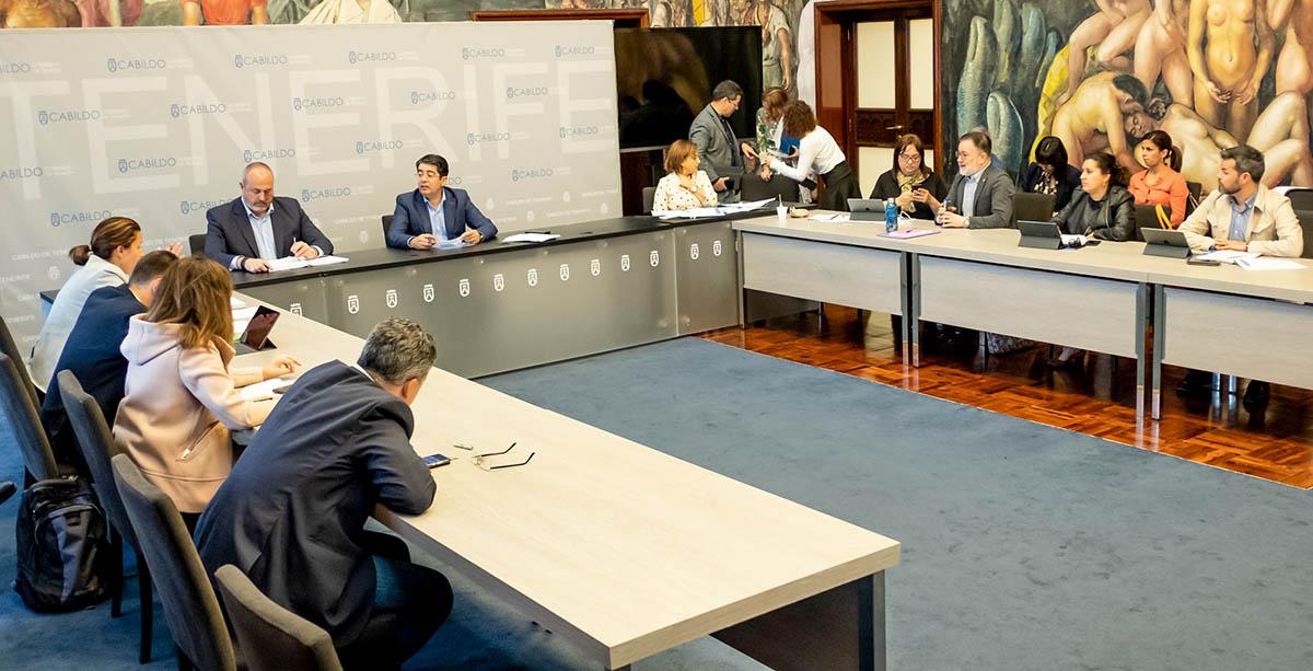 Reunion en el Cabildo de Tenerife para medidas sobre el Coronavirus