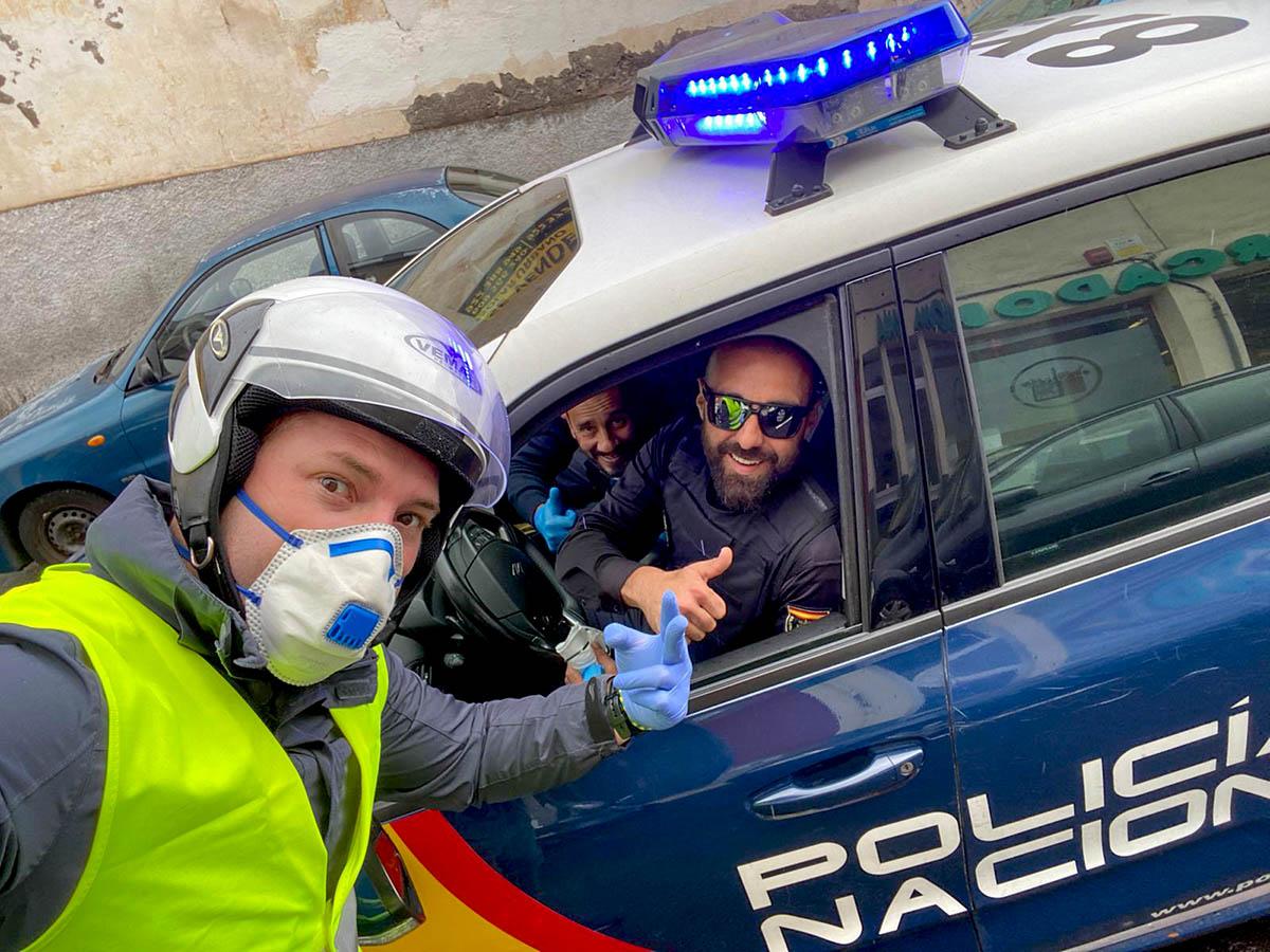 Aday Amorin con la Policia Nacional que patrulla Puerto de la Cruz
