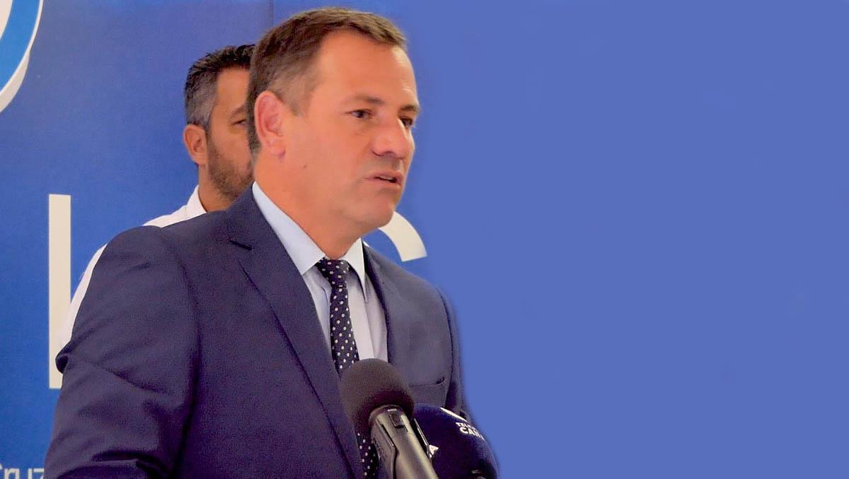 Pedro Gonzalez en una intervención en la sede del PP portuense