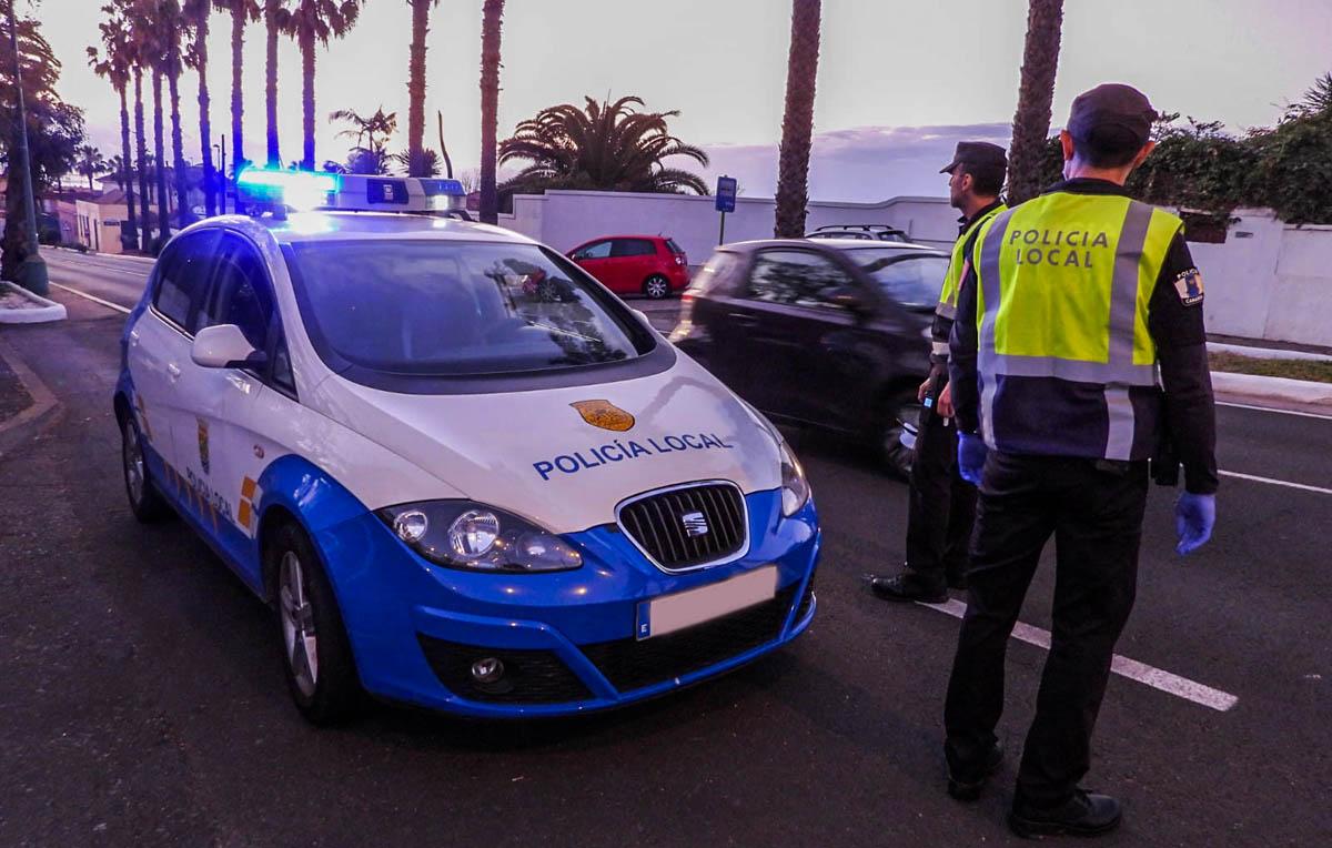 Policia Local en zona de control de la carretera de Las Arenas 3-4-2020