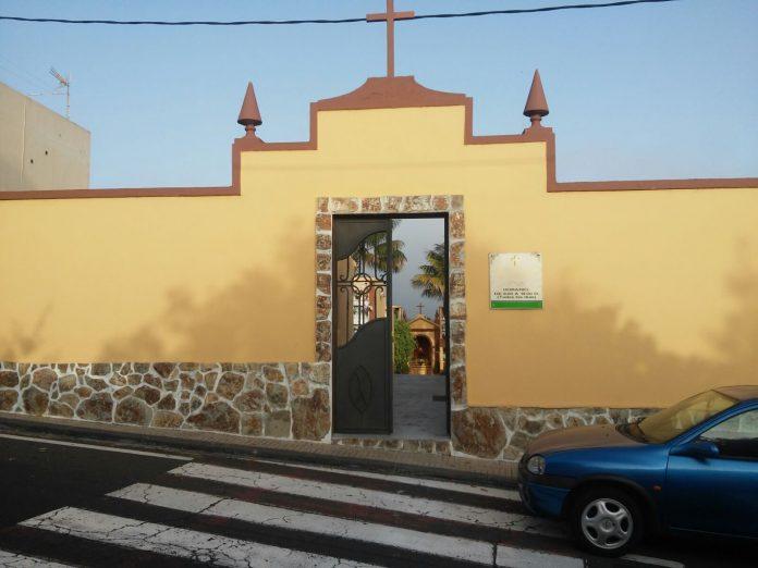 Fachada del cementerio El Natero