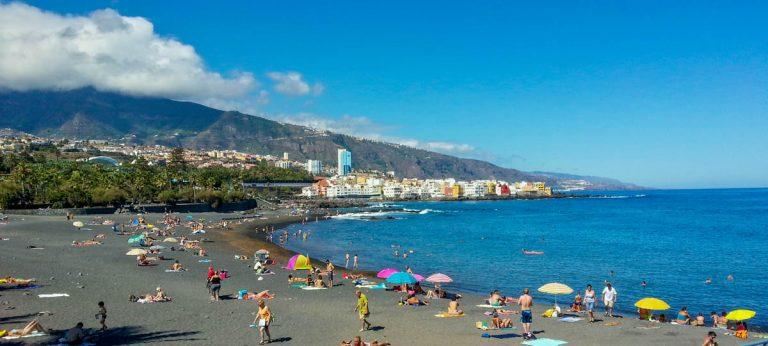 El PP advierte que los turistas muestran preocupación por no haber control en el acceso a las playas