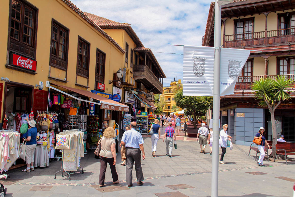 Turismo en las calles del Puerto de la Cruz