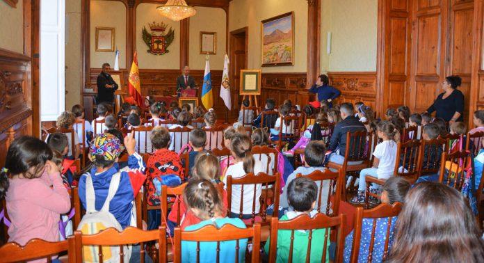 Visita escolar al Ayuntamiento de La Orotava- archivo