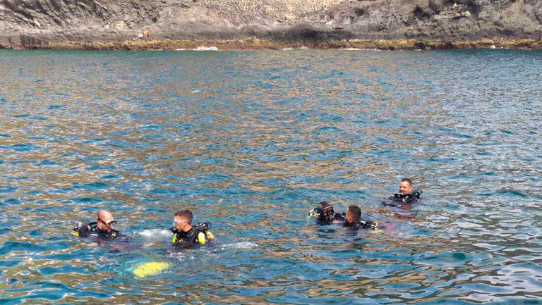 La Guancha realiza la actividad 'bautismo en el mar' en la costa de Garachico