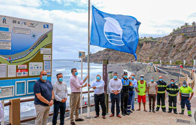 La playa de El Socorro muestra su renovada Bandera Azul