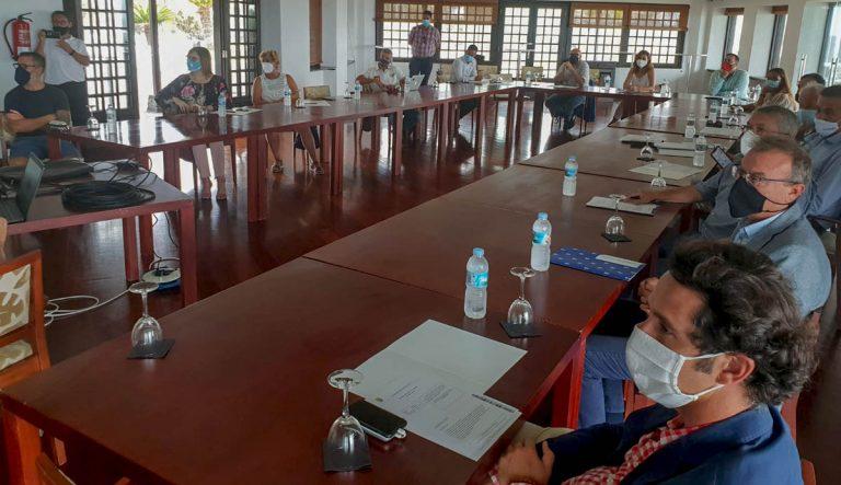 El Consejo Sectorial de Turismo pide implantar protocolos COVID en el tráfico aéreo que refuercen la seguridad sanitaria