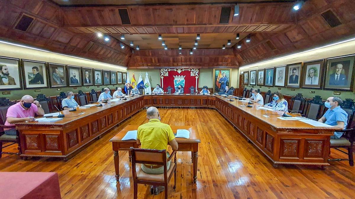 Mesa del Centenario de la Embarcación de la Virgen del Carmen