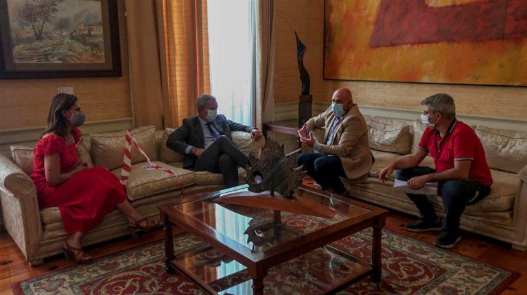 El Gobierno local se reúne con el Consejero de Obras Públicas del Gobierno de Canarias para tratar el proyecto del futuro muelle
